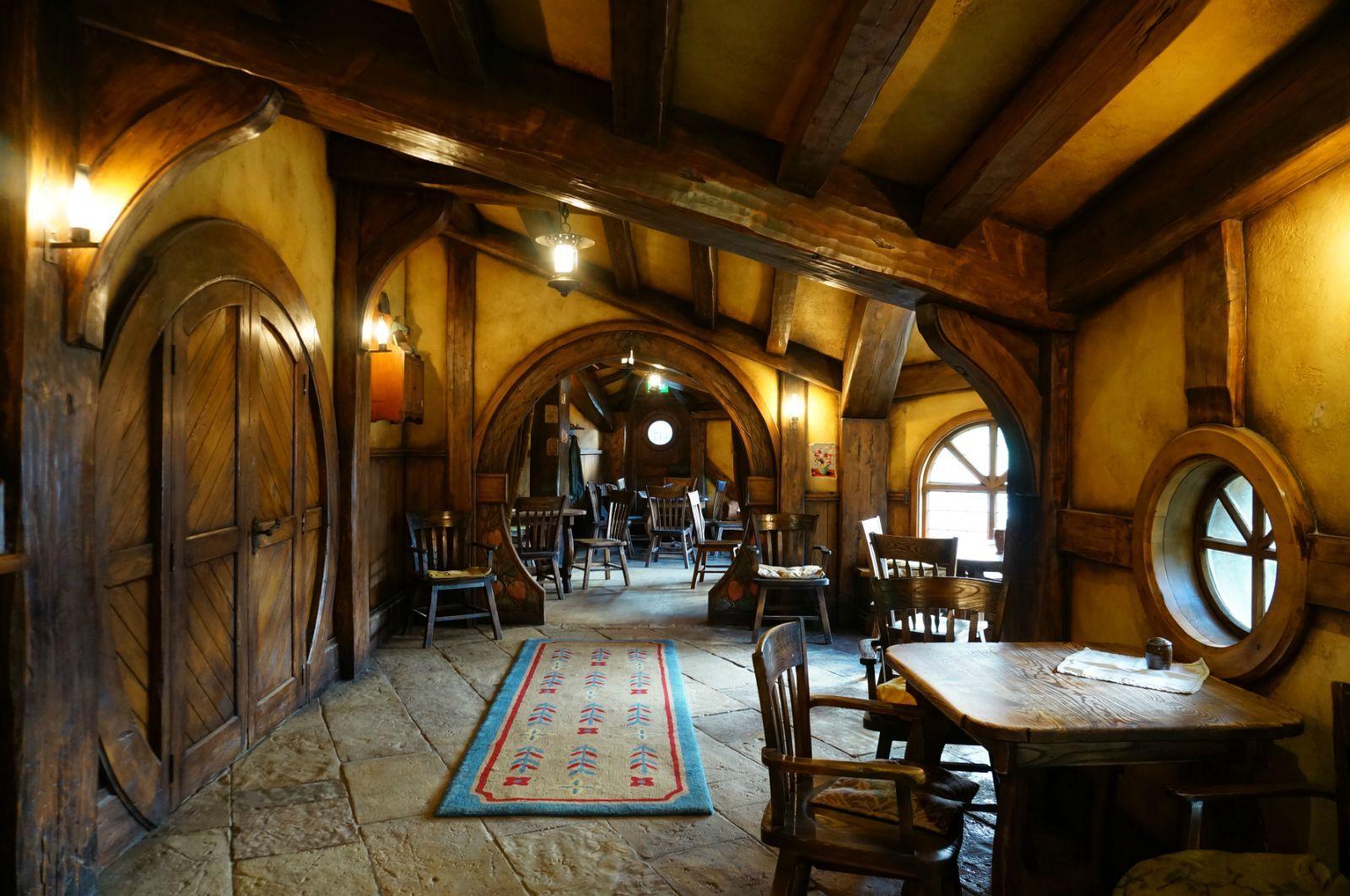 霍比屯-绿龙酒吧内景2