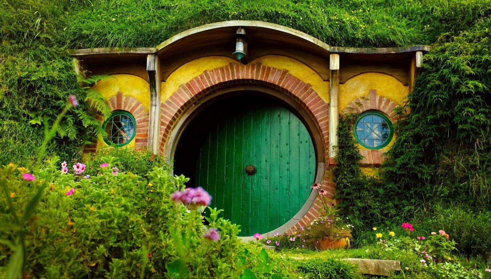 霍比特人绿色圆门正面