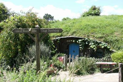 霍比特人蓝色屋门的小屋