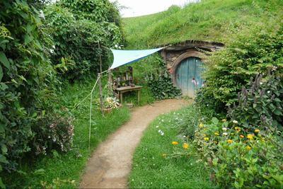 霍比特人的小屋外